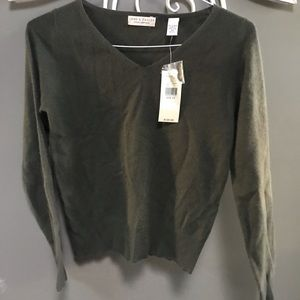 LORD & TAYLOR NWT - olive cashmere v neck sweater